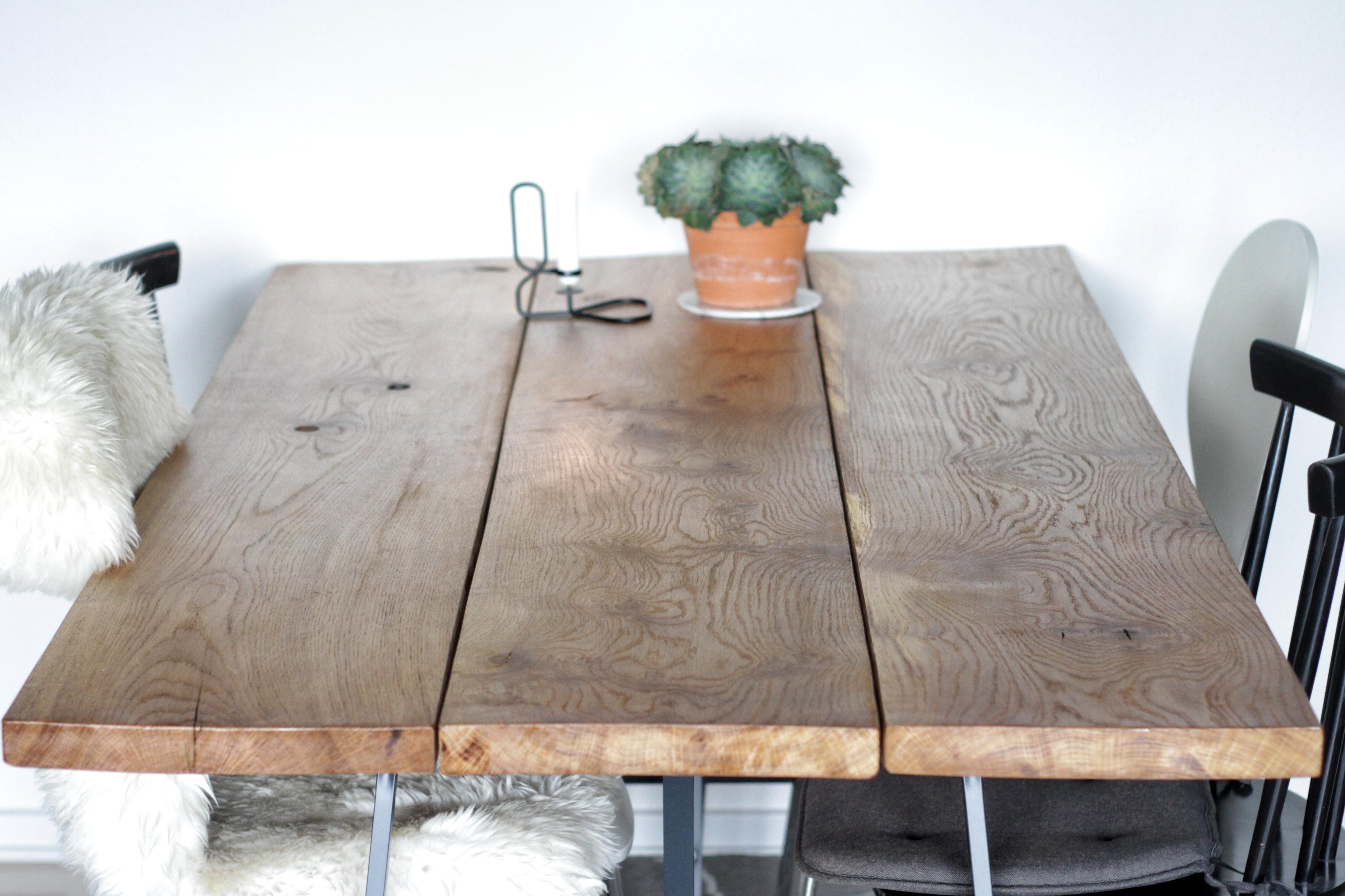 Rustikt spisebord i massiv Eg - wild wood  wild wood